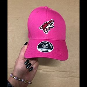 🐠 Reebok Arizona Coyotes pink kids hat NWT